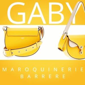 Une nouveauté ensoleillée ! ☀️ > modèle GABY de chez @lancelparis - Multico Soleil  @lesvitrinesdechantilly  #soleil #sun #jaune #yellow #besace #sacamainaddict #lancel #maroquinerie #maroquinerie #maroquineriebarrere